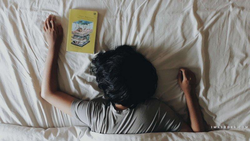 Yang Bertahan dan Binasa Perlahan, Okky Madasari